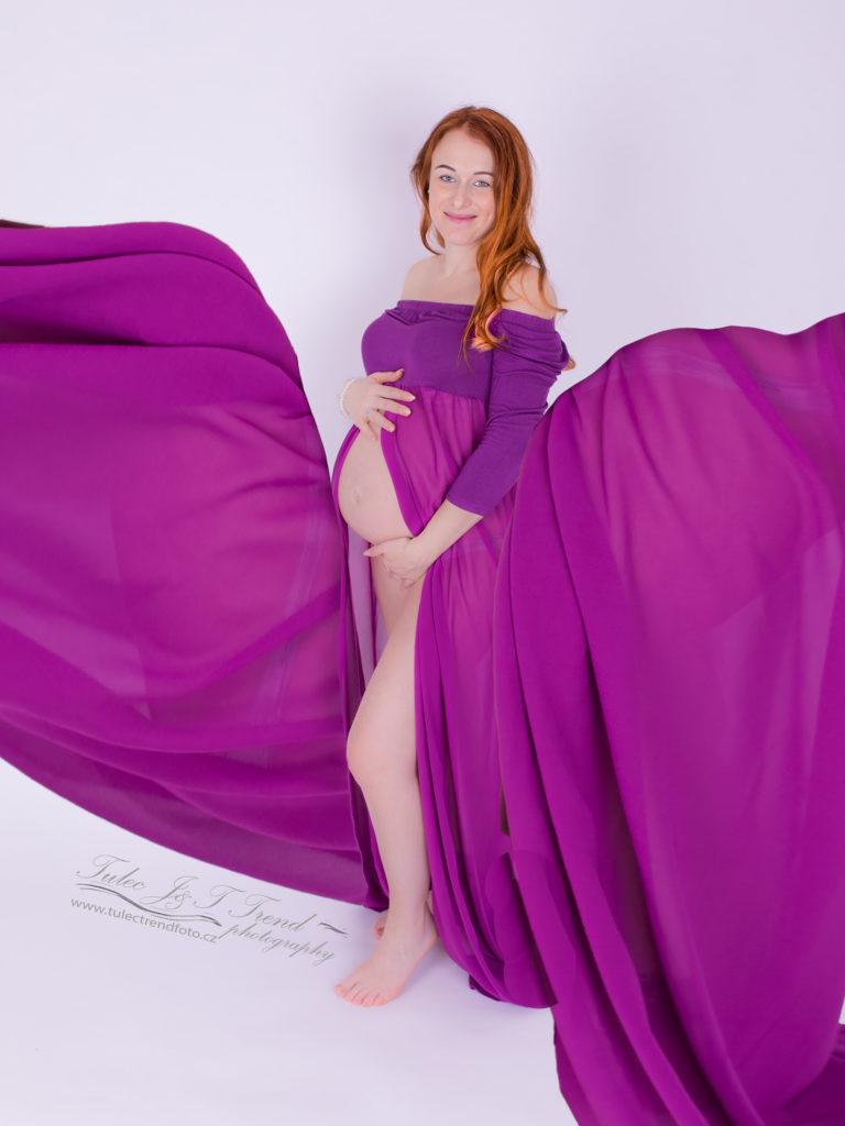Těhotenské focení v ateliéru